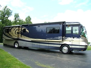 2005 TSUNAMI 41-1/2FT 4 SLIDE MOTORHOME BY FOREST RIVER.MODEL 4104 QS