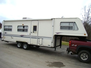 1997 AEROLITE FIFTHWHEEL FOR SALE - COMPLETE OR PARTS
