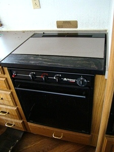 USED RV  ATWOOD WEDGEWOOD 3-BURNER STOVE TOP AND OVEN FOR SALE